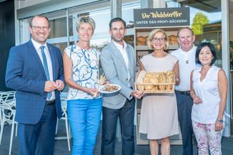Bild 1 | LH Mikl-Leitner überzeugt sich vom Erfolg des Waldviertler Bäckereibetriebes