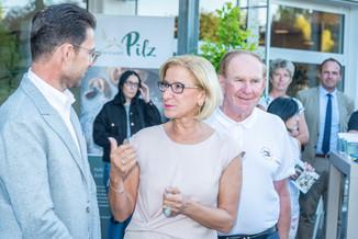 Bild 31 | LH Mikl-Leitner überzeugt sich vom Erfolg des Waldviertler Bäckereibetriebes