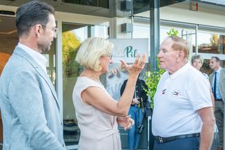 Bild 33 | LH Mikl-Leitner überzeugt sich vom Erfolg des Waldviertler Bäckereibetriebes